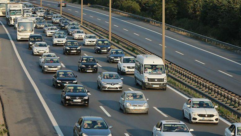 """Dönüş yolundaki sürücülere """"DİKKAT DAĞINIKLIĞI"""" uyarısı"""