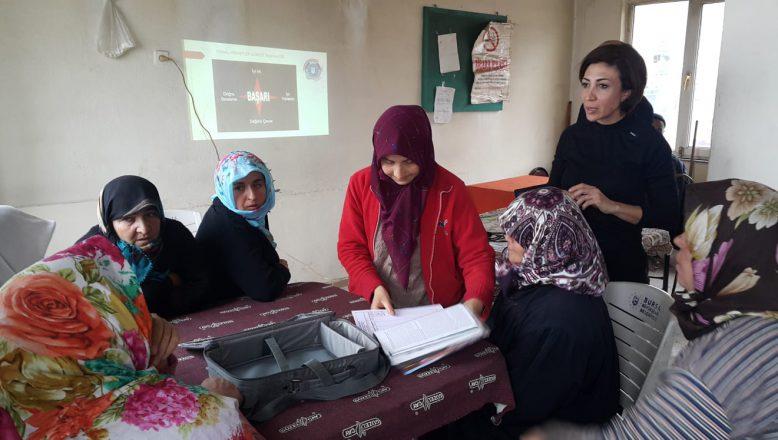 Çiftçi kadınlara hayvan yetiştiriciliği eğitimi