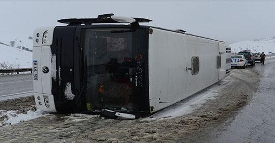 Bursaspor taraftarlarını taşıyan otobüs devrildi, taraftarlar ölümden döndü